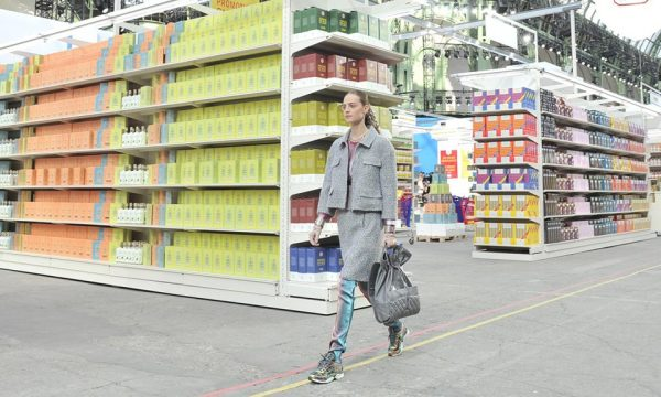 chanel-fall-winter-2014-grocery-store-runway-show-00