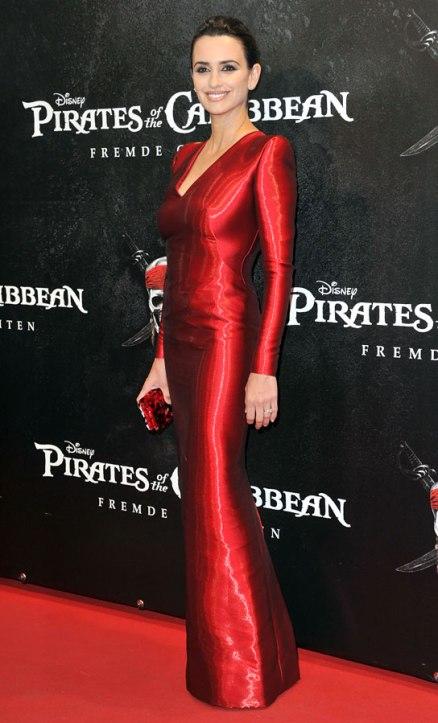 051611_penelope_cruz_red_dress_544110516214933